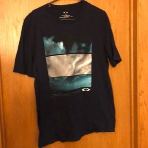 Men's Oakley T-Shirt - Sz Lg